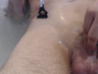 Rasur in der Badewanne