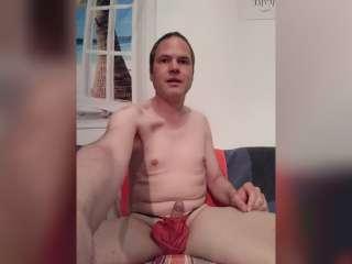 Posing im roten Slip