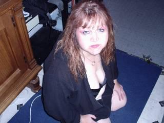 Auch in jüngeren Jahren hab ich mich schon gern anspritzen lassen und mit meiner leicht devoten art knie ich auf den Fußboden und warte nur darauf das Sperma wieder ins Gesicht gespritzt zu bekommen - mit erfolg wie du siehst ....