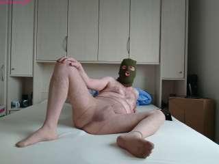 Maskierter Mann hat Spaß mit FSH 1