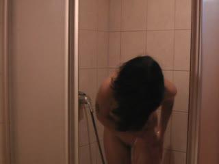Feucht unter der Dusche
