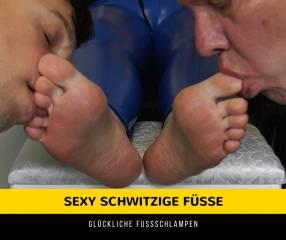 Meine beiden glücklichen Fußschlampen erleben heute eine echte Fußanbetung und gutes Training als Fußverehrer. Es war ein anstrengender Tag für mich und ich möchte natürlich, dass meine Füße die ganze besondere Behandlung bekommen. Das ist ihre Chance zu beweisen, dass sie würdig genug sind meine Fußschlampen zu bleiben. Zunächst befehle ich ihnen meine schönen, kostbaren Füße zu küssen, jeder einen Fuß. Ich weise sie an, meine Zehen sanft mit ihren erbärmlichen kleinen Zungen zu lecken. Erst nachdem sie das geschafft habe, biete ich ihnen meine leckeren Sohlen zum Lecken und Polieren an. Ich erwarte, dass meine Füße geleckt und gut gereinigt werden. Diese Fußsklaven haben von nun an ein vereinfachtes Leben, kein selbstständiges Denken mehr, kein Bedürfnis, müssen sich um nichts mehr sorgen. Sie sind nur noch ein Fußreinigungsgerät. Wie glücklich sind diese Sklaven! Meine köstlichen und göttlichen Füße zu lecken zu dürfen ist ein Geschenk.