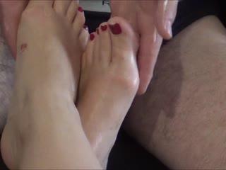 Sklave massiert meine Göttliche Füße
