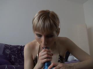 Tief in meine jungfräuliche Mundfotze!