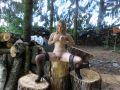Vicky in sexy Nylons und geilen High Heels im Wald