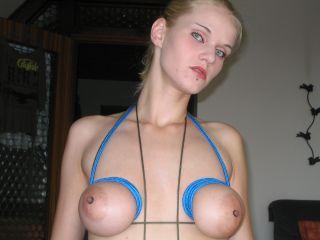 Extremes Titten Bondage - Amateur Girl in Bondage