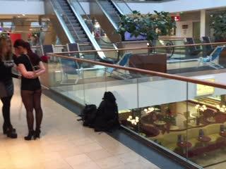 Bondage in Public - Einkaufscenter