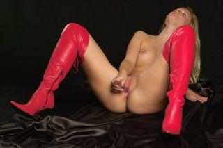 Studentin Blondehexxe (20) feiert gern Sexparties