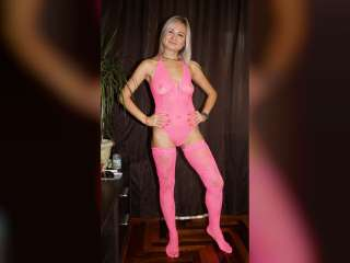 Christinas striptease in pink