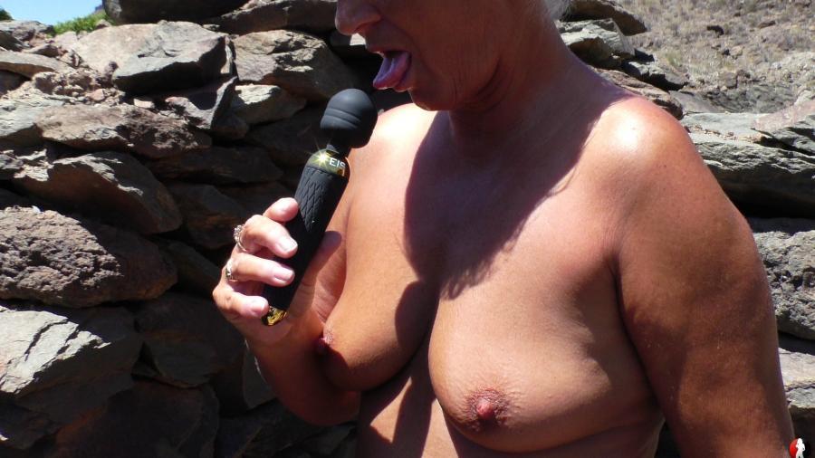 Nackt in den Bergen für dich