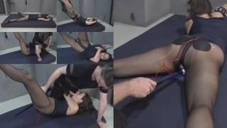 Aiyana tanzt auf der Matratze