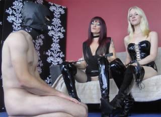 Zwei StiefelLadys und ein Sklave!