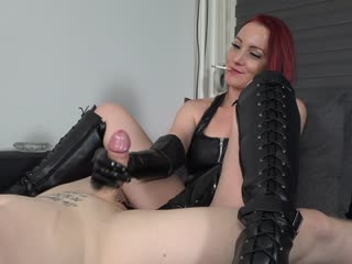 Smoking Handjob in Latexhandschuhe